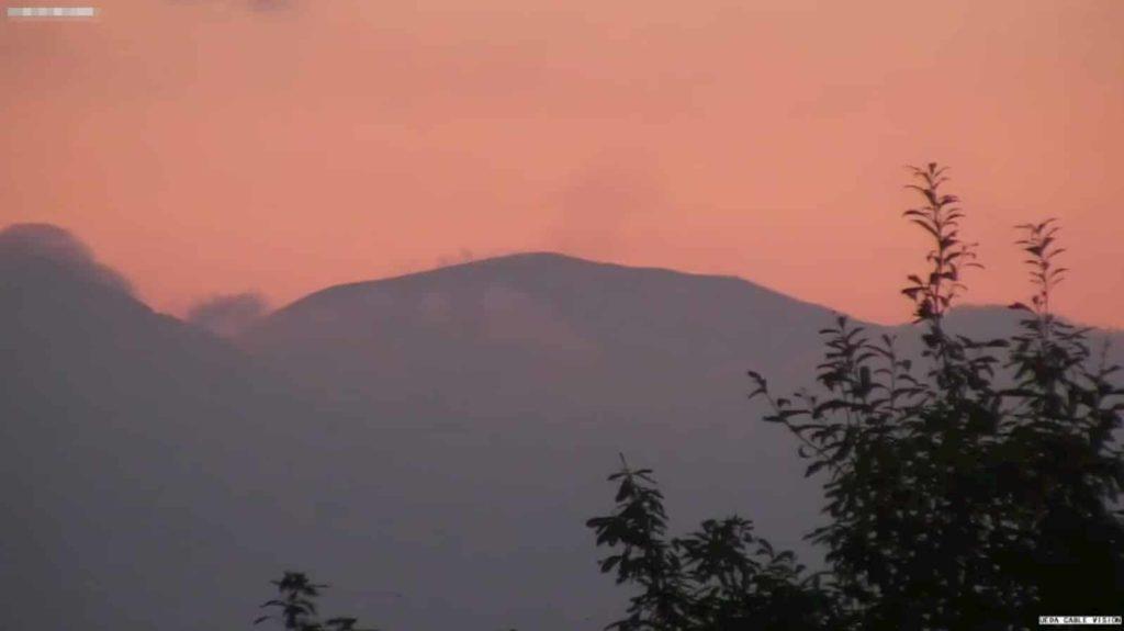浅間山(東御市から)